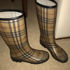 Use authentic Burberry rain boots size 40